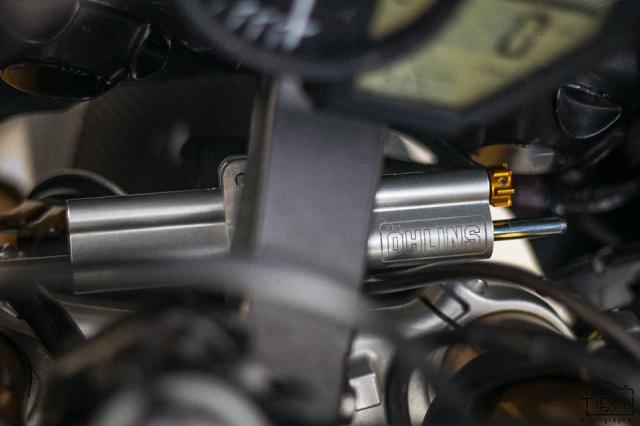 Yamaha R1 do Hung than duong pho luc luong trong dien mao fullblack den tu xu bien - 23