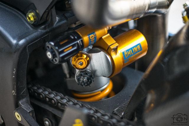 Yamaha R1 do Hung than duong pho luc luong trong dien mao fullblack den tu xu bien - 27