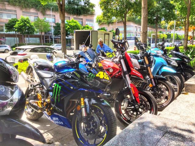 Yamaha R3 do chat ngat voi Team dau Monster Energy MotoGP 2019 cua Biker Viet - 9
