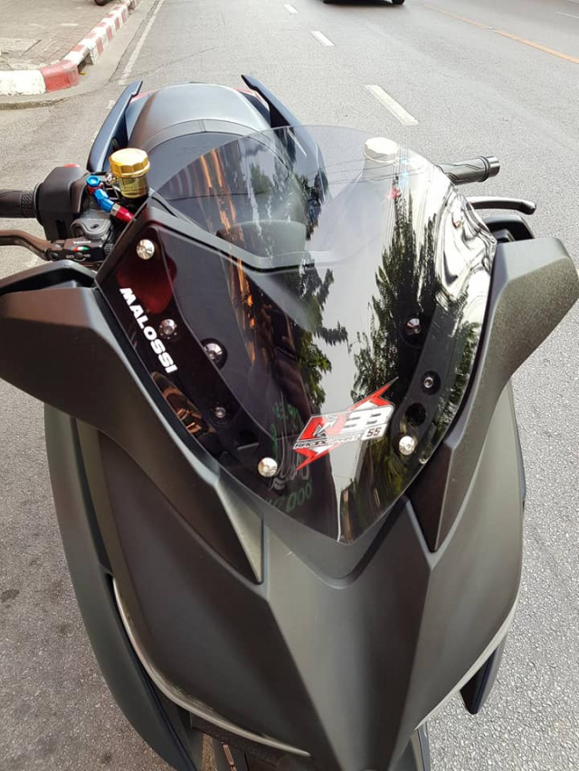 Yamaha XMax300 lot xac hoan toan voi goi trang bi khung - 3