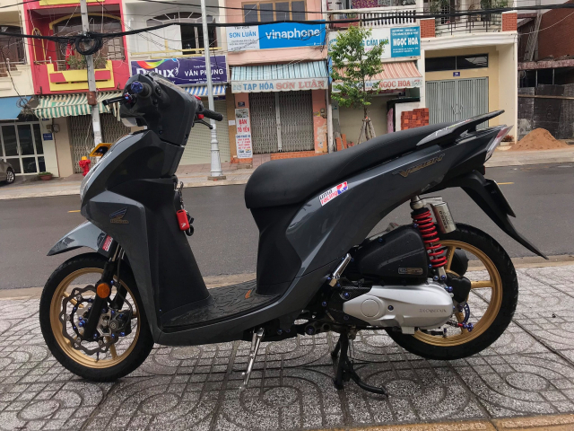 Vision do cuon hut nguoi xem voi gam mau xi mang cua biker Vung Tau - 10