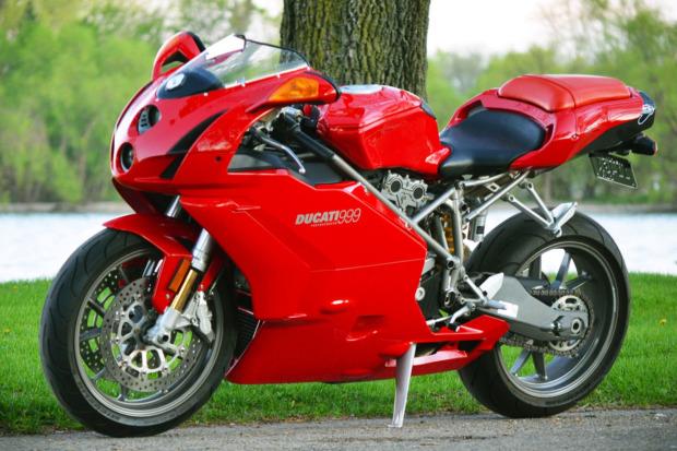 Ducati 999 2003 co duoc dau gia voi muc khoi diem bat ngo