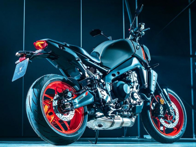 Yamaha MT09 2021 va nguon goc am thanh ong xa tu bong toi - 4