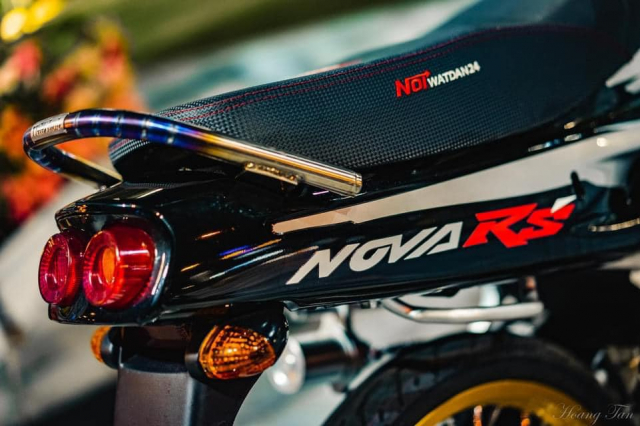 Honda Nova do cuc chat va bo anh long lay trong dem