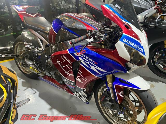 Honda CBR1000RR trong ban do cuc dep