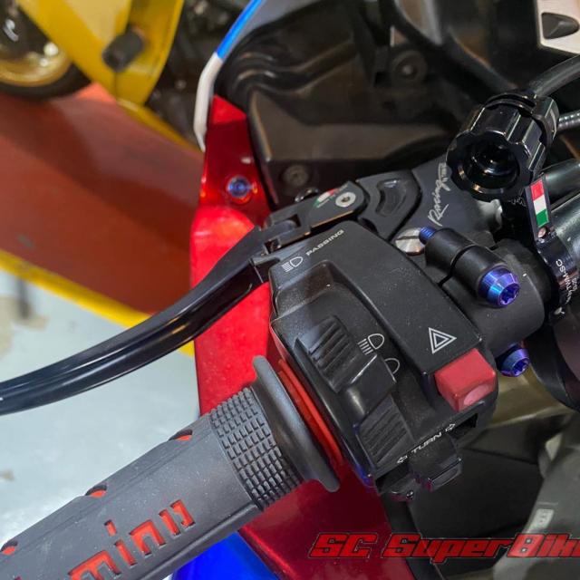 Honda CBR1000RR trong ban do cuc dep - 5