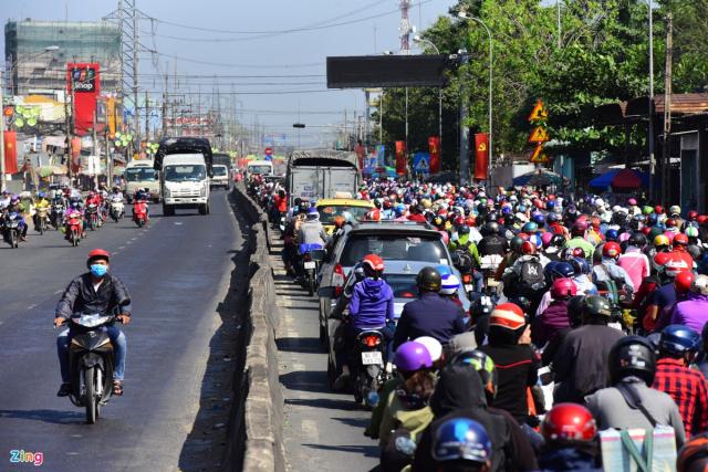 Ket xe nghiem trong mung 6 Tet huong mien Tay ve Sai Gon - 3