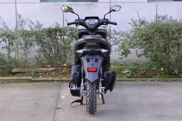 Rusi Rapid Ke dao nhai kieu dang cua Yamaha NVX - 5