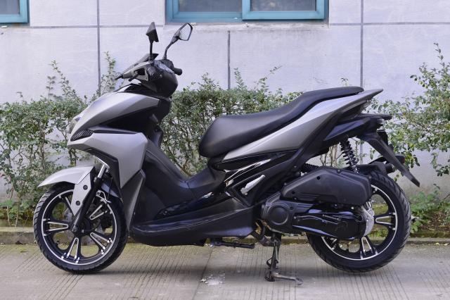 Rusi Rapid Ke dao nhai kieu dang cua Yamaha NVX - 7