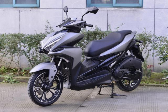 Rusi Rapid Ke dao nhai kieu dang cua Yamaha NVX - 8