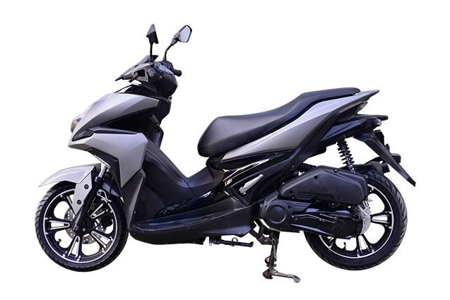 Rusi Rapid Ke dao nhai kieu dang cua Yamaha NVX - 10