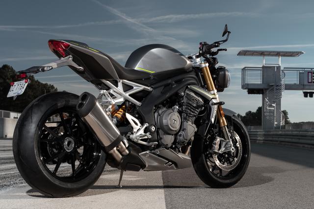 Triumph Speed Triple 1200 RS 2021 va BMW S1000R tren ban can thong so - 10
