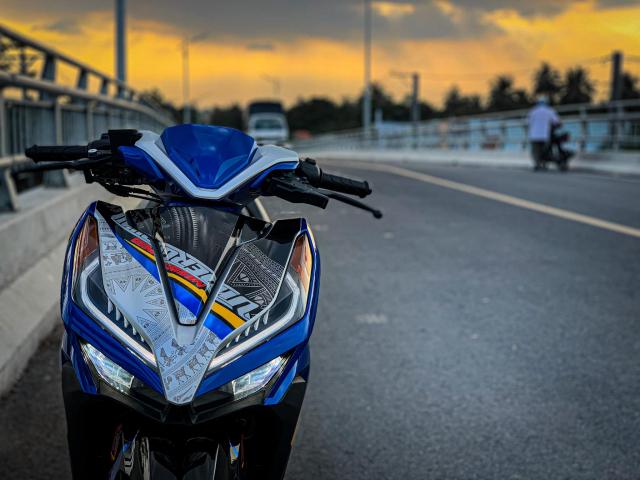 Vario do cua biker yeu nuoc voi bieu tuong Trong Dong