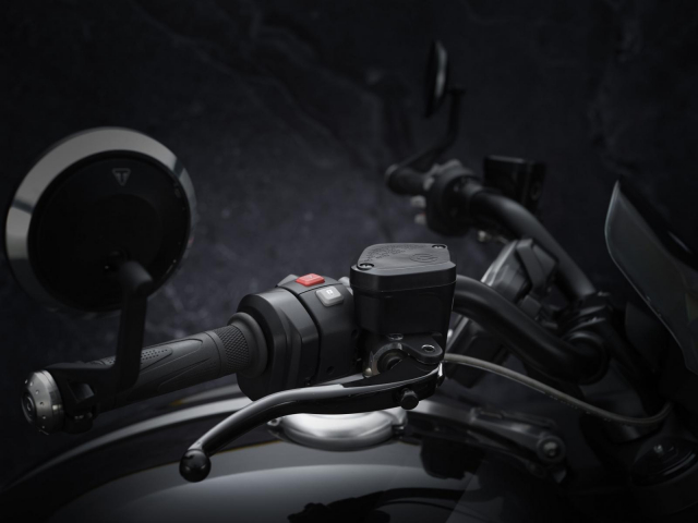 Chi tiet Triumph Rocket 3 GT Triple Black se ra mat vao dau thang 4 - 5
