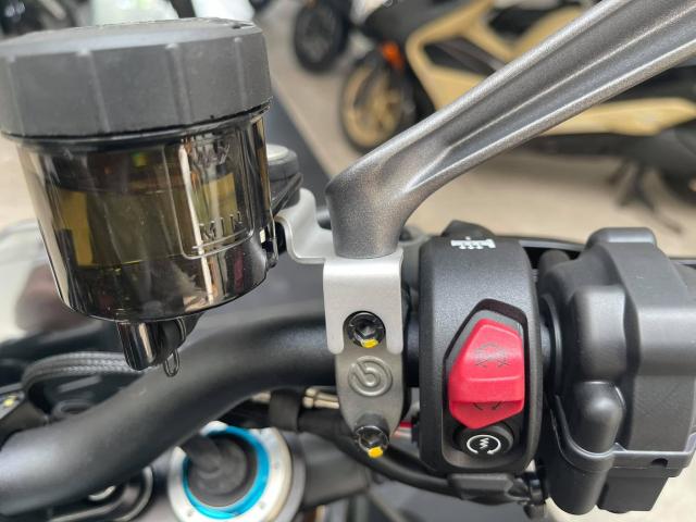 Ducati Streetfighter V4 S 2021 mau den dau tien ve tai Viet Nam - 7