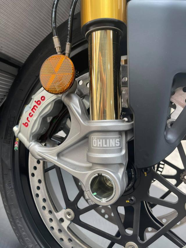 Ducati Streetfighter V4 S 2021 mau den dau tien ve tai Viet Nam - 10