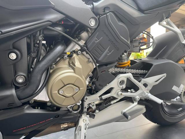 Ducati Streetfighter V4 S 2021 mau den dau tien ve tai Viet Nam - 11