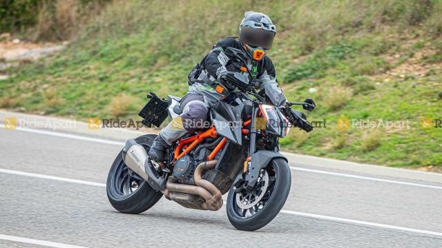 KTM 1290 Super Duke RR phien ban dac biet gioi han lo dien - 3