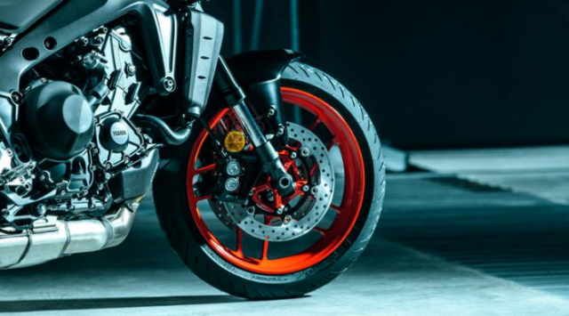 Yamaha MT09 va Triumph Street Triple 765 RS 2021 tren ban can thong so - 8