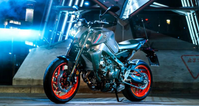 Yamaha MT09 va Triumph Street Triple 765 RS 2021 tren ban can thong so - 9