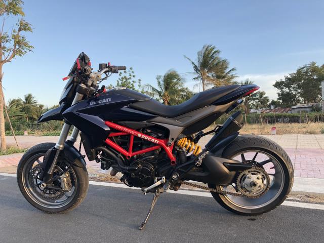 Ducati hyper 821 - 4