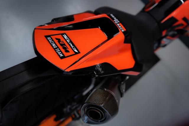 KTM 890 Duke Tech 3 MotoGP Replica chinh thuc trinh lang