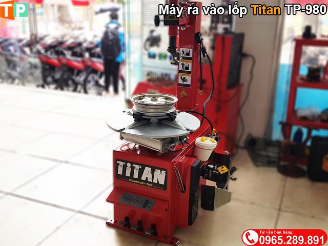 May ra vao lop xe may gia re Titan TP980 - 2
