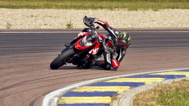 Ducati Hypermotard 950 2022 thay doi phong cach nang cap hieu suat - 5