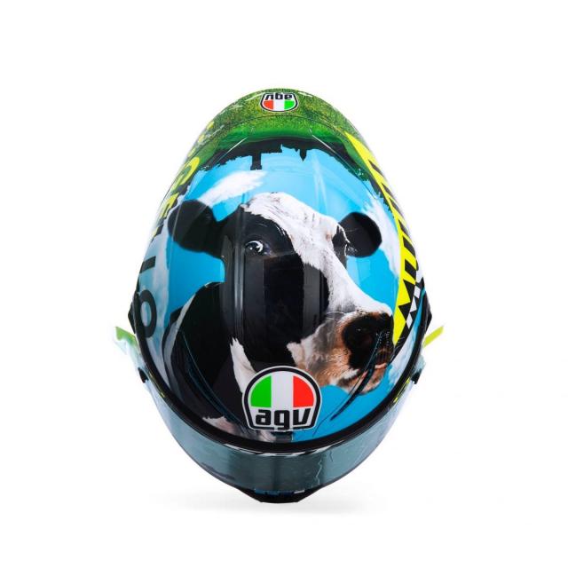 Ra mat phien ban mu bao hiem doc quyen danh cho Valentino Rossi 2021 - 3