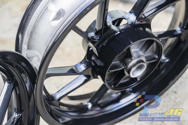 Son mam tinh dien moto cho Yamaha R15 do Decal46 thuc hien - 9