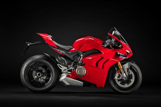 Ducati Panigale V4 S va Aprilia RSV4 Factory 2021 tren ban can thong so - 9