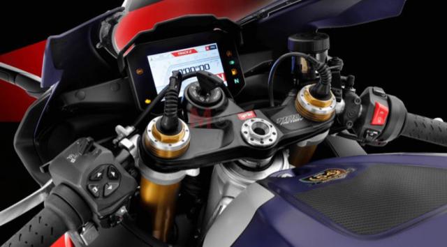 Ducati Panigale V4 S va Aprilia RSV4 Factory 2021 tren ban can thong so - 10