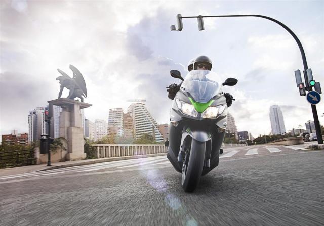Kawasaki J125 xe tay ga 125cc co gia ban khoang 137 trieu Dong - 24
