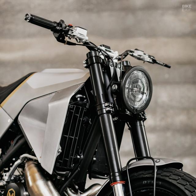 KTM 300 XCW dot bien voi phong cach Street tracker - 7