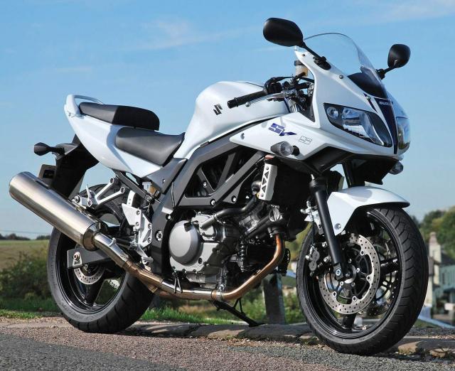Lo tin thiet ke cua Suzuki SV650RR nham canh tranh voi Aprilia RS660 va Yamaha R7 - 3