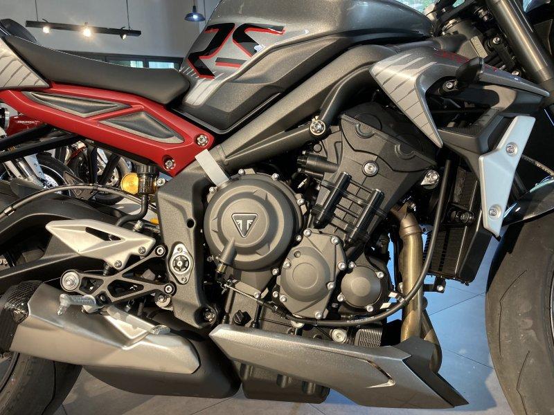 Naked bike Street Triple RS 2021 Moi 100 Co ho tro ngan hang - 8