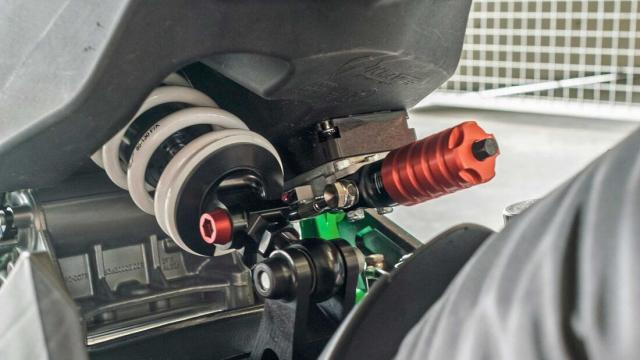 Sportbike su dung dong co KTM 890 dang thu nghiem - 5