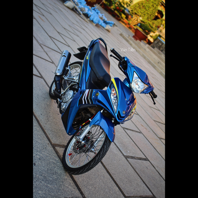 Yamaha Exciter 135 kieng nhe khoe dang trong nang chieu