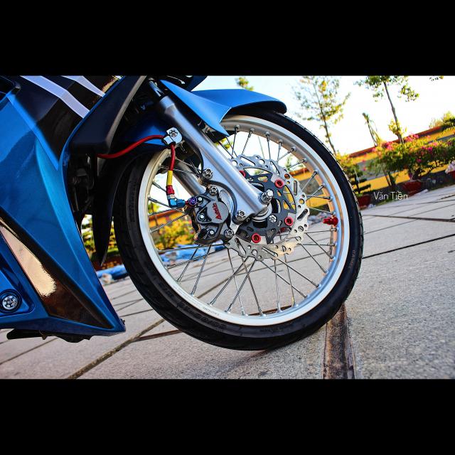 Yamaha Exciter 135 kieng nhe khoe dang trong nang chieu - 3