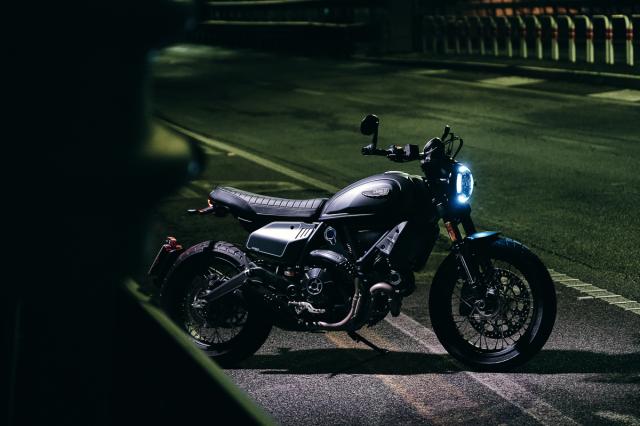 Ducati Scrambler Nightshift hien da ra mat Chau A voi gia tu 350 trieu dong - 3
