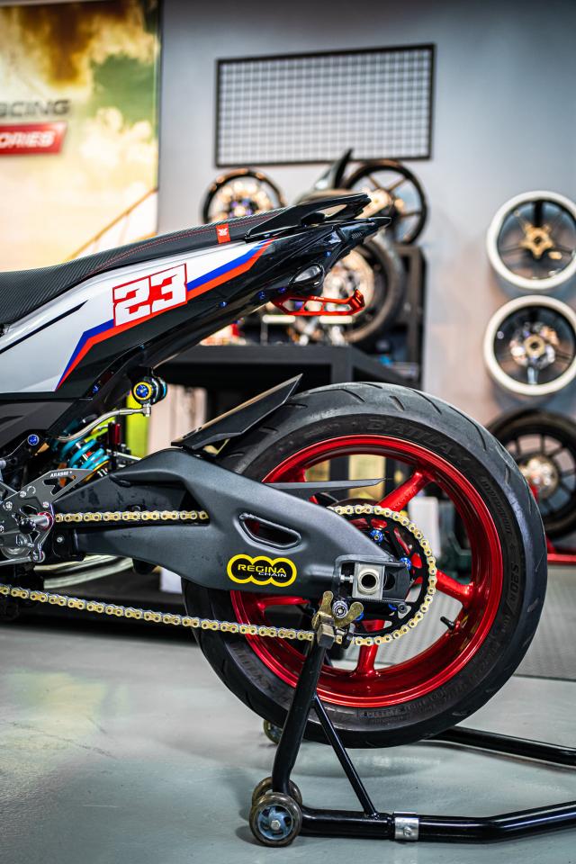 Phien ban Ex 150 do duoc lai tao giua Yamaha R1 va BMW S1000RR - 20
