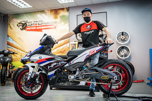 Phien ban Ex 150 do duoc lai tao giua Yamaha R1 va BMW S1000RR - 29