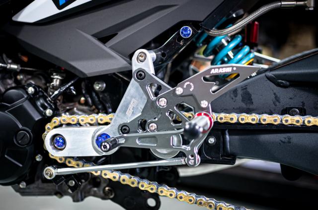 Phien ban Ex 150 do duoc lai tao giua Yamaha R1 va BMW S1000RR - 11