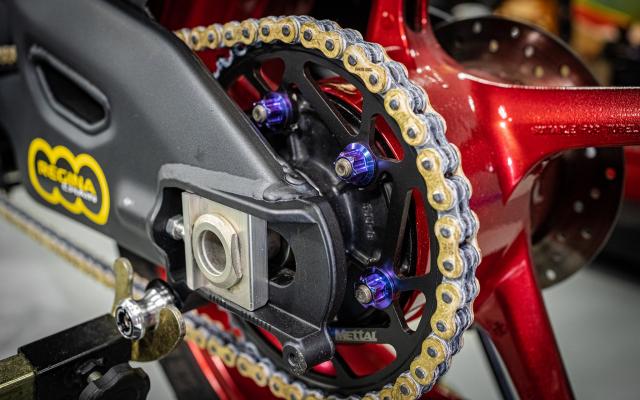 Phien ban Ex 150 do duoc lai tao giua Yamaha R1 va BMW S1000RR - 19