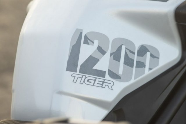 Triumph Tiger 1200 Desert 2021 va Tiger 1200 Alpine Special Edition trinh lang - 15